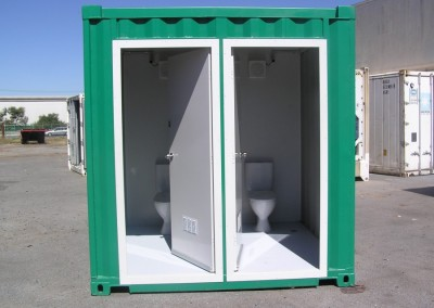 10' Toilet block front view