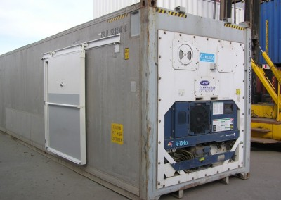 40' refrigerated container with side sliding access door