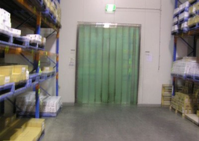 Coolroom with draught screen installed to minimize heat-loss