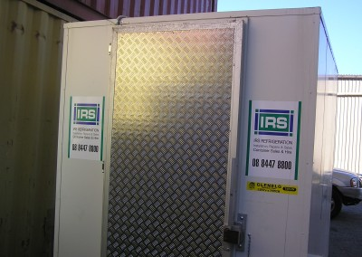 Trailer mounted coolroom for easy transportation